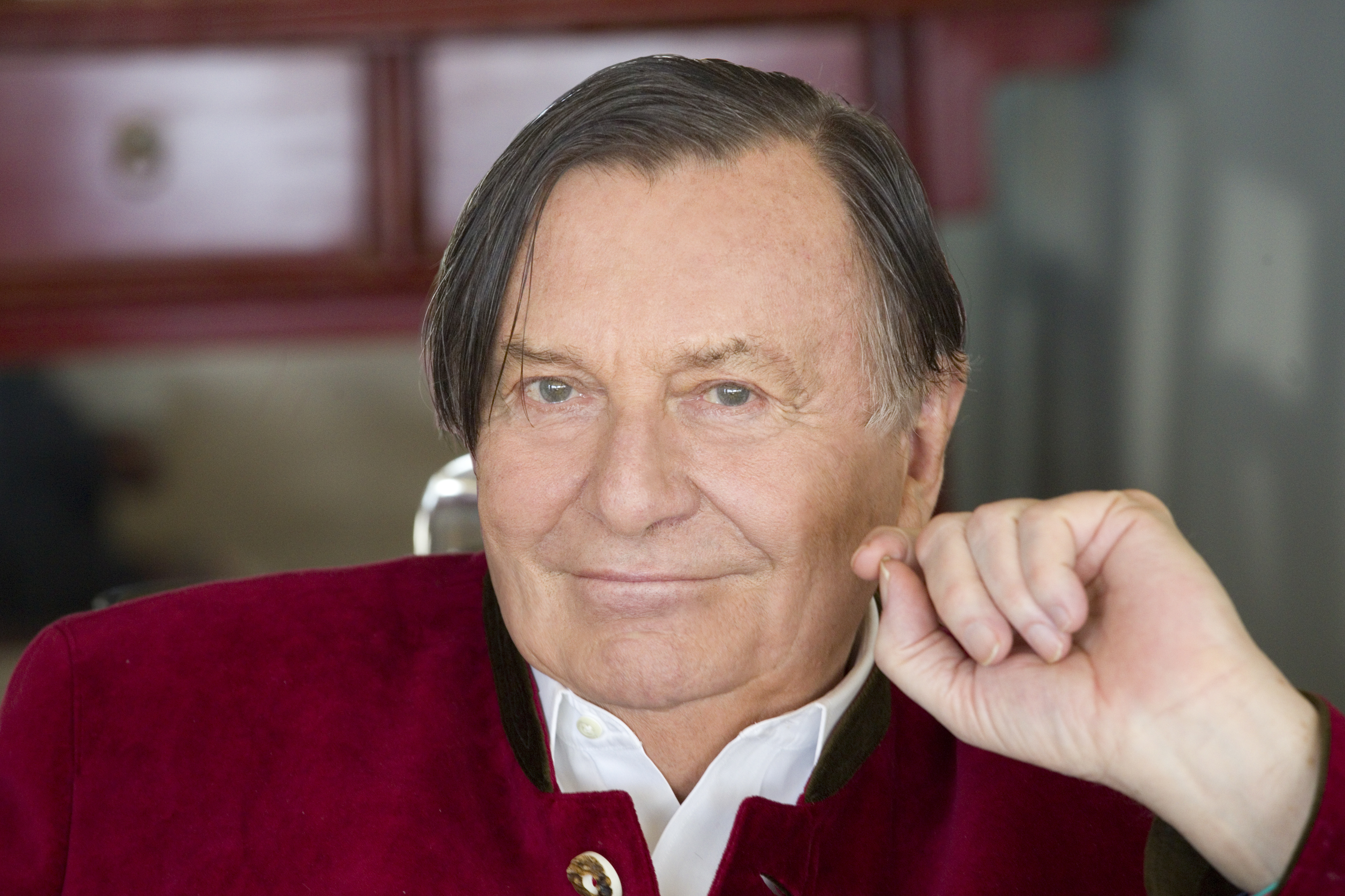 barry humphries 2017